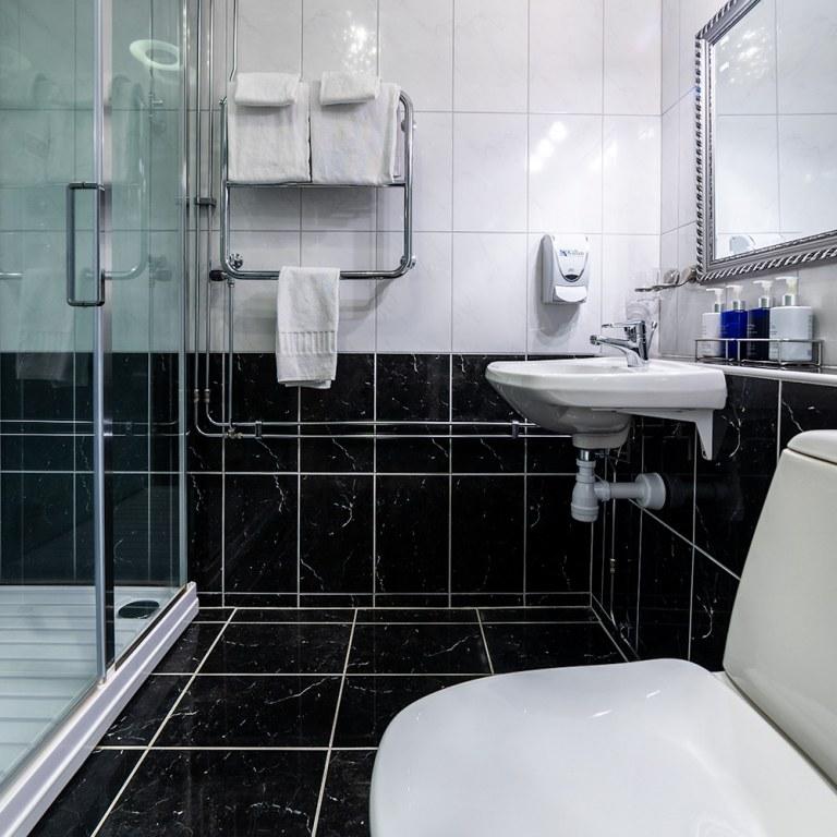 kallan-hotell-dusch-wc